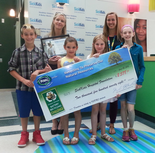 Last year the Ontario Schools Battery Recycling Challenge made its first donation to the SickKids Hospital Foundation on behalf of all participants. Students from the OSBRC visited the Hospital for Sick Children to present them with the donation.